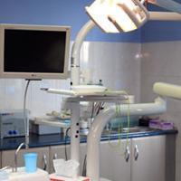 dentystyczne narzędzia w gabinecie